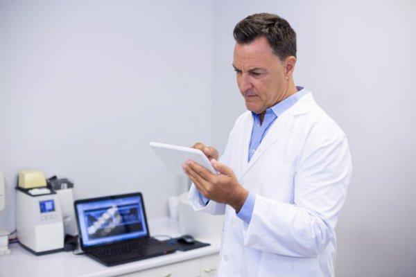 dentista usando tecnologia